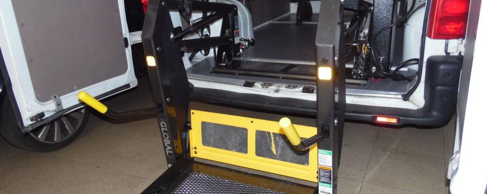 allestimento trasporto disabili pedana elettrica